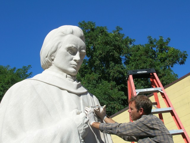 2.3.4 Noah Webster, Korczak Ziolkowski, 1932, West Hartford, CT.  Injecting cracks in Tennessee limestone.