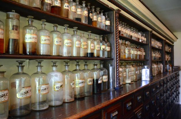3.6.10  Apothecary Glass, New Canaan Historical Society, CT. Overview of glass jars after conservation cleaning.