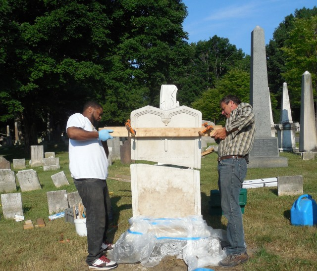 4.1.29.3 Bowles Monument, 1813, Old North Cemetery, Hartford, CT. Repairing marble.