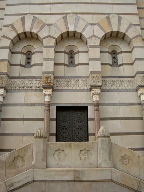 6.6.3. Bronze Doors, Scroll and Key Tomb, Richard Morris Hunt, 1901, Yale.