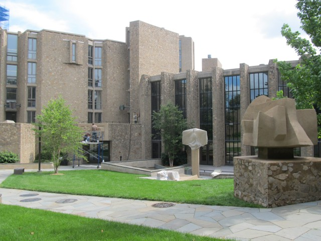 9.1.4 Costantino Nivola, 1962, Stiles College, Yale University.  Sculptures in Saarinen courtyard during treatment.
