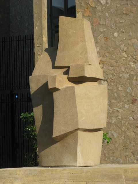 9.1.6 Contantino Nivola, 1962, Morse College, Yale University. Site specific sculpture with Eero Saarinen architecture.